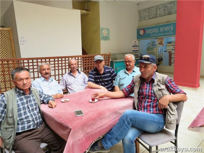 Yusuf-Ahmet-Ramazan-Aydın-Hakkı-Durmuş mengende kahvede...