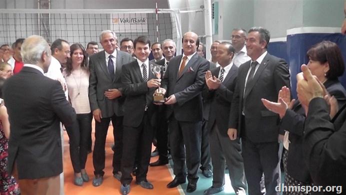 2015 Voleybol Turnuvası 3. Olan Takım Elektronik D.Başkanlığı...