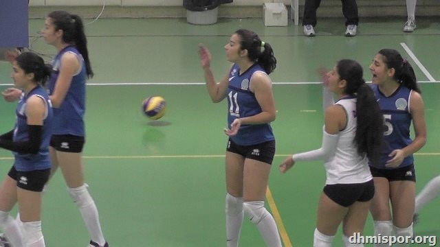 DHMİ Genç Kızlar Voleybol Takımı İlbank maçından kareler...